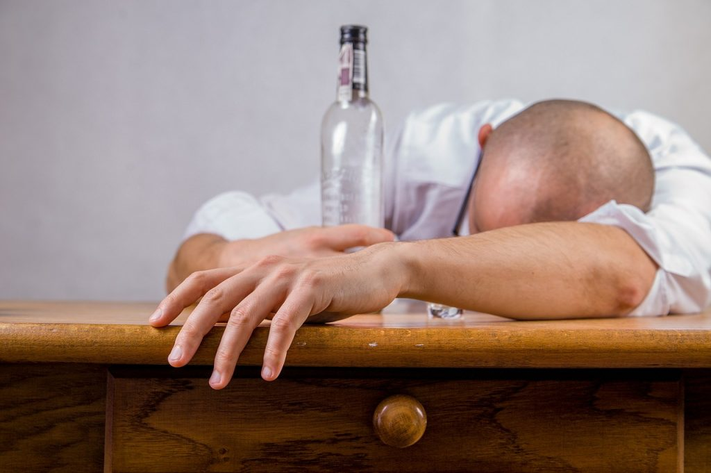 alcohol-428392_1280-1024x681.jpg
