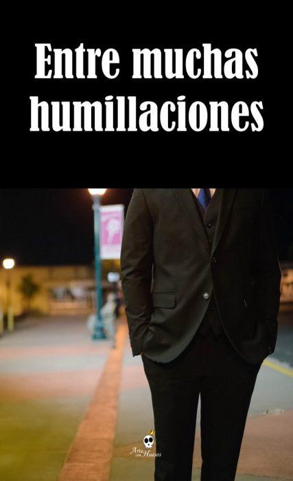 Entre muchas humillaciones